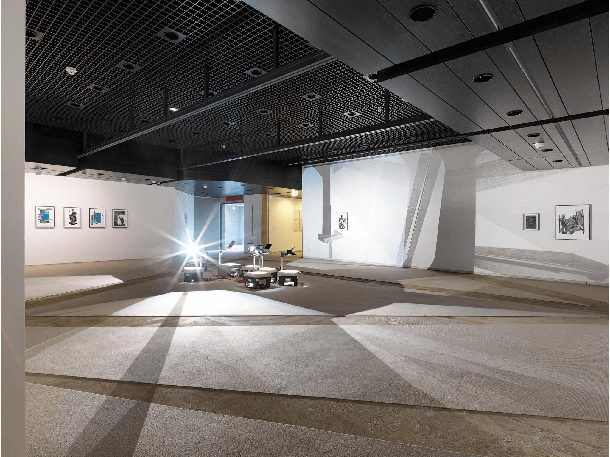 56_Frauke-Dannert_Installation_Viermal-Neues-auf-Papier_2015_Sprengel-Museum-Hannover